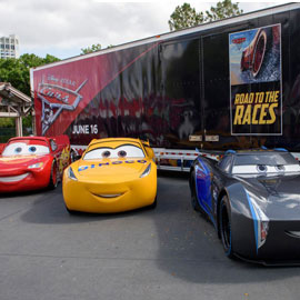 "ST 3 Lightning McQueen on Gate"" title=""Disney Cars 3 -Road to Races- Tour"